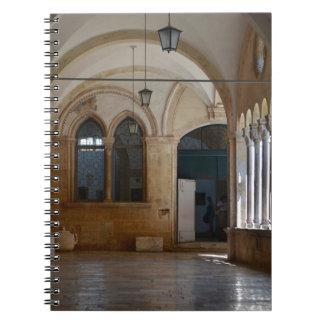 Ein ruhiges Kloster-Kloster in Dubrovnik Spiral Notizblock