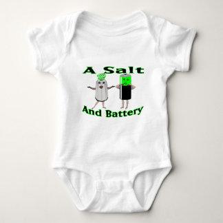Ein Salz und eine Batterie Baby Strampler