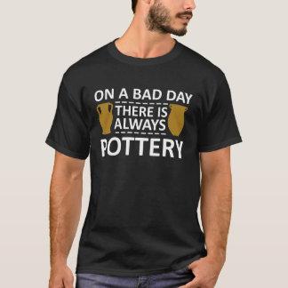 Ein schlechter Tag dort ist immer Tonwaren-Shirt T-Shirt