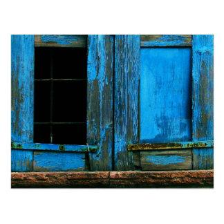 Ein schöner rustikaler alter blauer postkarte