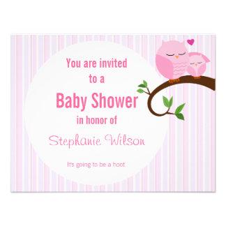 Ein Schrei einer Babyparty-Rosa-Eulen-Einladung