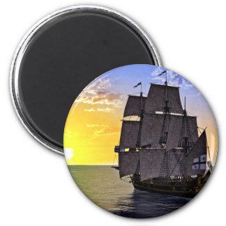 Ein schwarzes Korvette-Segelschiff und die Runder Magnet 5,1 Cm