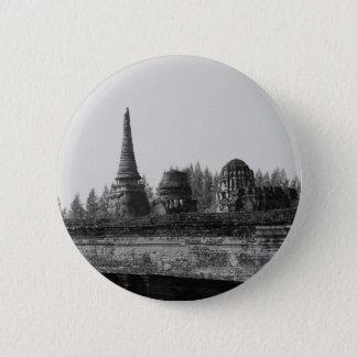 Ein Schwarzweiss-Bild eines alten Tempels Runder Button 5,7 Cm