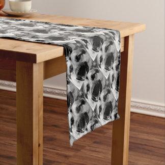Ein Schwarzweiss-Schäferhund-Hund Kurzer Tischläufer