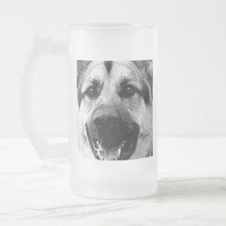 Ein Schwarzweiss-Schäferhund-Hund Mattglas Bierglas
