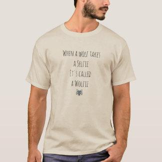 Ein selfie durch einen Wolf T-Shirt