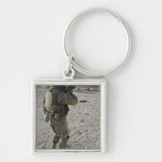 Ein Soldat engagiert sich sein Ziel auf einem Schlüsselanhänger