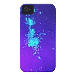 Ein Spritzen des Neons gegen blauen Lavendel Case-Mate iPhone 4 Hülle
