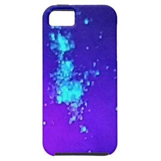 Ein Spritzen des Neons gegen blauen Lavendel iPhone 5 Hülle