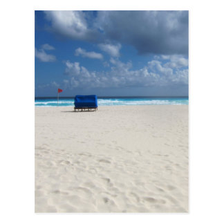 Ein Strand-Stuhl erwartet Postkarte