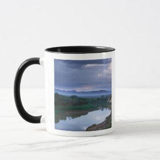 Ein stürmischer Morgen, mit drohenden Wolken Tasse