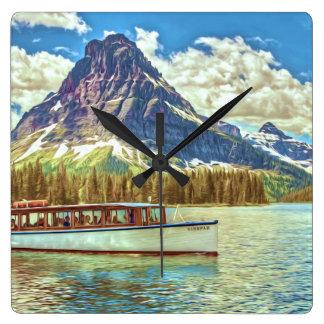 Ein touristisches Boot auf einem See Quadratische Wanduhr