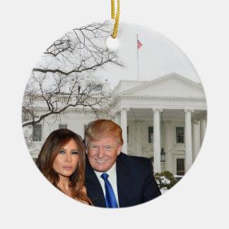 Ein Trumpf-Weihnachten: Donald und Melania Keramik Ornament