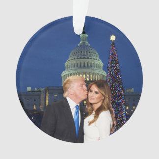 Ein Trumpf-Weihnachten: Donald und Melania Ornament