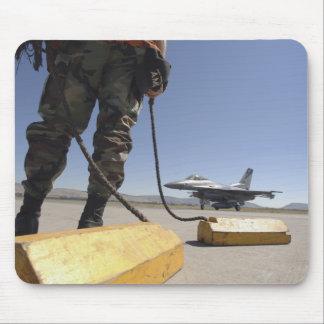 Ein US-Luftwaffen-Crewleiter Mauspad