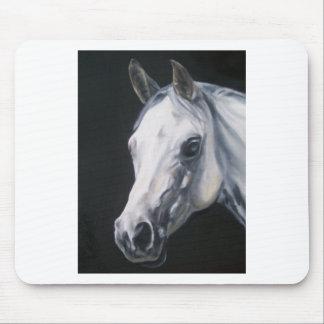 Ein weißes Pferd Mousepads