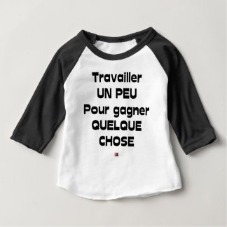 EIN WENIG arbeiten, um ETWAS zu gewinnen Baby T-shirt