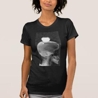 Ein wenig niedriges T-Shirt