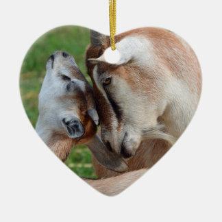 Ein zartes Moment-Mutter-u. Baby-Ziegen-Herz Keramik Ornament