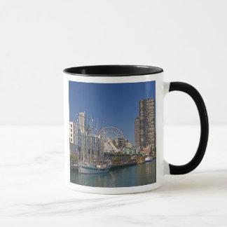 Eine Ansicht von Chicagos Marine-Pier 2 Tasse