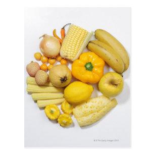 Eine Auswahl der gelben Früchte u. des Gemüses Postkarte