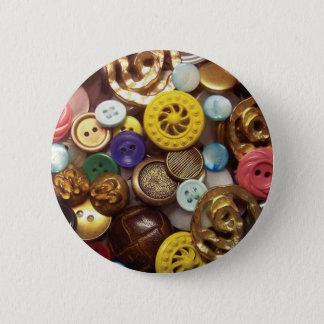Eine Collage der Knöpfe einschließlich gelben Runder Button 5,7 Cm