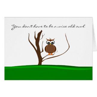 Eine Eule/zwei Eulen, die in einem Baum - Karte