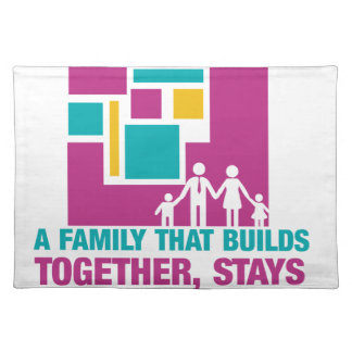 Eine Familie, die Gestalten zusammen, zusammen Tischsets