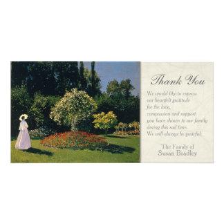 Eine Frau im Garten-Beileid danken Ihnen zu Karte
