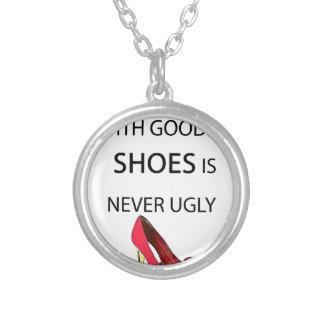 eine Frau mit guten Schuhen Versilberte Kette