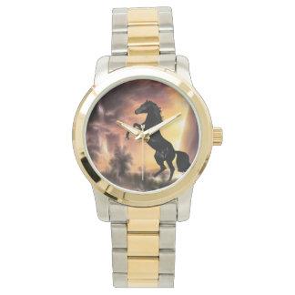 Eine friesische Stallionspferdeerrichtung Armbanduhr