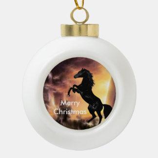 Eine friesische Stallionspferdeerrichtung Keramik Kugel-Ornament