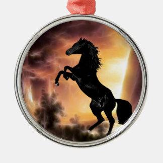 Eine friesische Stallionspferdeerrichtung Rundes Silberfarbenes Ornament
