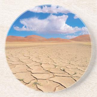 Eine gebrochene Wüstenebene Untersetzer