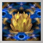 Eine Goldlotos-Blume und -reflexionen Posterdruck