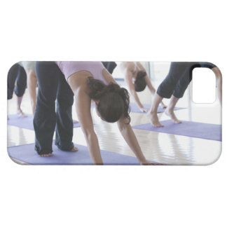 eine Gruppe Frauen, die Yoga in einem hellen üben iPhone 5 Schutzhülle