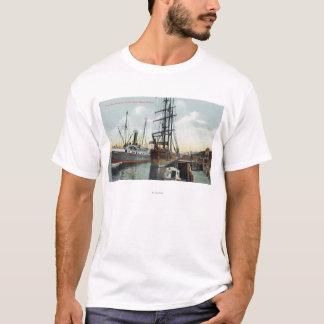 Eine Gurren-Bucht-Verschiffen-Szene am Dock T-Shirt