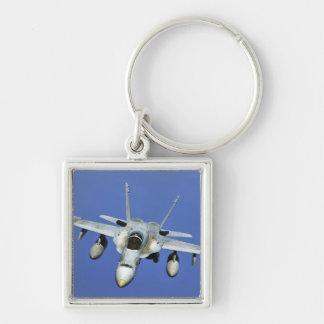 Eine Hornisse F/A-18 nimmt an einem Auftrag teil Schlüsselanhänger