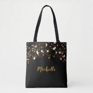 Eine Kaskade der goldenen Sterne auf Schwarzem Tasche