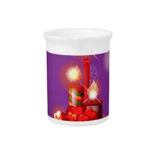Eine lila Weihnachtskarte mit Rot beleuchtete Getränke Pitcher