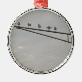 Eine Menge der Seemöwen Rundes Silberfarbenes Ornament