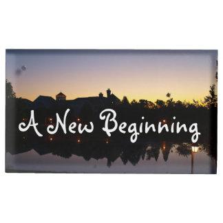 Eine neue Anfang-Hochzeits-Phrase mit Tischkartenhalter