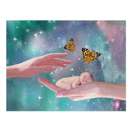 Eine niedliche Fantasie des Babyjungen in der Hand Postkarte