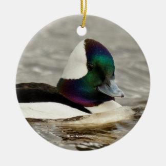 Eine reizend Bufflehead-Enten-Schwimmen vorbei Rundes Keramik Ornament