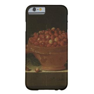 Eine Schüssel Erdbeeren auf einem SteinPlinth Barely There iPhone 6 Hülle
