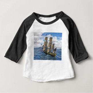 Eine schwarze Korvette Saling herauf eine große Baby T-shirt