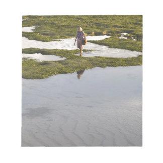 Eine Strandszene von einer Dorfbewohner Notizblock