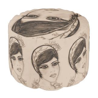 Eine süße Prallplatte im Sepia Hocker