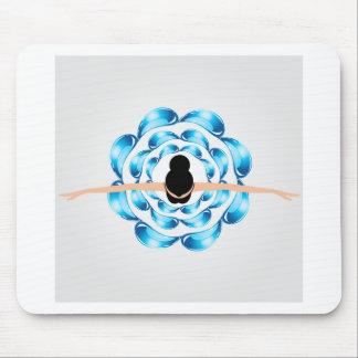 Eine Tänzerin umgeben durch Wassertröpfchen Mousepad