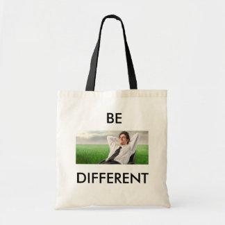 Eine Tasche für eine, wer heraus steht